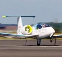 Primer avión eléctrico sobrevuela Canal de la Mancha